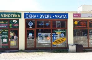 Vstup do pobočky Okna Macek Jihlava